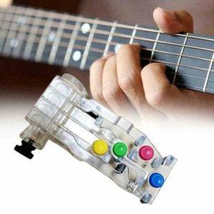 Pomůcka k nacvičování akordů na kytaru