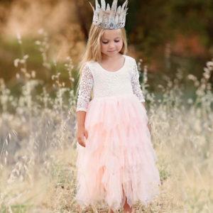 Dětské společenské šaty s třásněmi s růžemi a mašlí