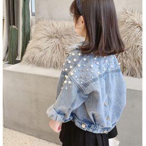 Dětská džínová bunda s perlami na zádech