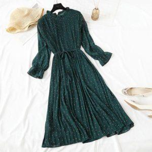 Elegantní šifonové dámské šaty s puntíky