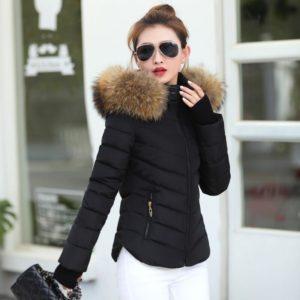 Dámská černá žádaná teplá prošívaná krásná zimní bunda s kožíškem