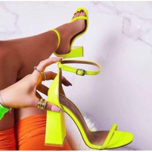 Vysoké neonové nápadité botičky na širokém podpatku a s páskem