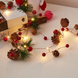 Vánoční girlanda LED s ozdobami
