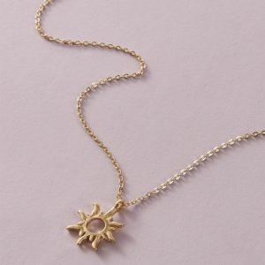 Dámský náhrdelník s přívěskem ve tvaru slunce
