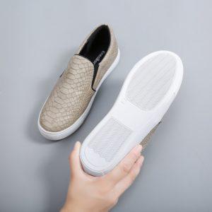 Dámské slip-on boty s hadím vzorem