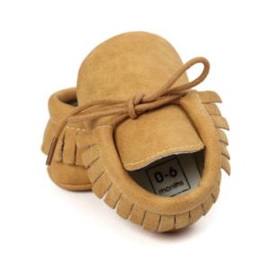 Dětské botičky s tkaničkami a třásněmi