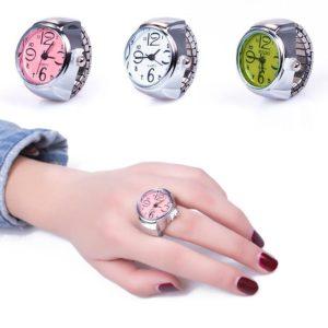 Elegantní dámské hodinky v prstenu