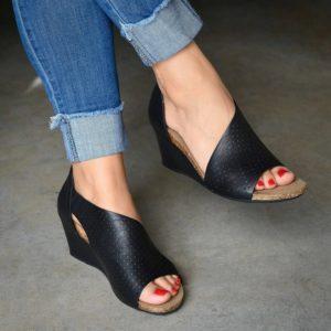 Dámské kožené letní sandálky na klínku