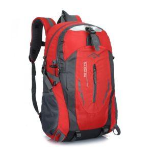 Praktický cestovní batoh