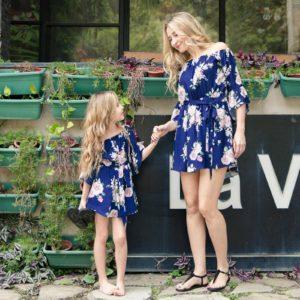 Letní květinové šaty pro maminku s dcerou