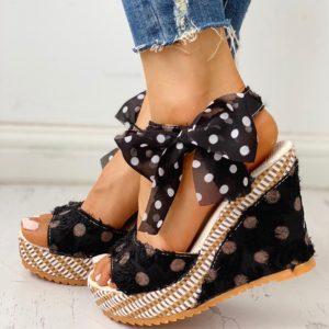 Dámské módní sandály na klínku zdobené vázanou mašlí